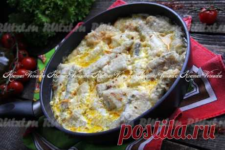 Минтай, тушёный с овощами в сметане  Минтай, тушёный с овощами в сметане, - это очень вкусное и сытное блюдо. Можно подать минтая с отварным рисом или картофелем. Рыбка получается очень вкусной, нежной, сочной, ароматной. Я использовала не крупные тушки минтая, если рыба крупная, то лучше убрать большую кость. Всем советую приготовить минтая по этому рецепту!  Пошаговый рецепт с фото есть на нашем сайте. Источник: https://rutxt.ru/node/15483  Новые рецепты на наших каналах...
