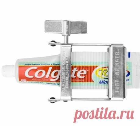 Многие не могут терпеть неаккуратно выдавленные тюбики зубной пасты. Особо экномных эта вещица тоже порадует. 25$  на thefancy.com