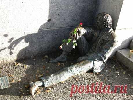 Памятник бездомному. Берген, Норвегия.