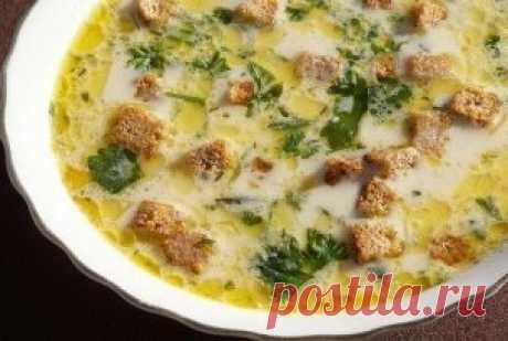 ТОП-5 Сырных супчиков   1) Сырный суп с гренками   Ингредиенты:  - 2 л воды или бульона  - 4 картофелины  - вермишель  - плавленный сырок  - 20 гр сливочного масла  - соль, перец — по вкусу  - специи (по желанию)  - хлеб  - зелень    Приготовление:  1. Картофель очистить, нарезать соломкой. Добавить в кипящую воду (бульон) и варить до полу готовности.  2. Плавленный сырок нарезать на небольшие кусочки, добавить в кастрюлю и хорошо перемешать. Когда сыр расплавиться добавить вермишель, соль, пере