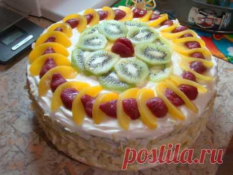 Как быстро украсить торт: 6 простых вариантов   Чем красивее торт, тем он больше вызывает аппетит и восхищение окружающих. Поэтому сегодня мы предлагаем вам быстрые, простые и эффектные способы украшения торта в домашних условиях.  Вариант 1, как…
