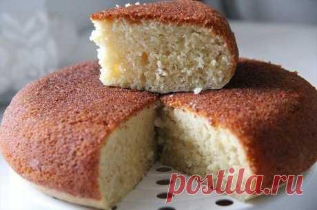 Мокрый манник – очень простой и вкусный десерт, который можно легко испечь при наличии самых доступных ингредиентов.