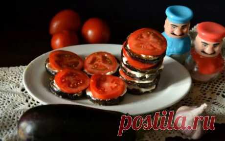 Баклажаны Жареные с Чесноком и Помидорами Рецепт Баклажаны жареные с чесноком и помидорами - это простая и аппетитная закуска, которая готовится очень быстро.