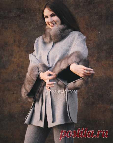 Пальто с натуральным мехом купить в kashemir.store Рукава на кнопках, пальто превращается в пончо. 70% кашемир, 30% шерсть Шерстяное пальто можно носить до 0 градусов.
