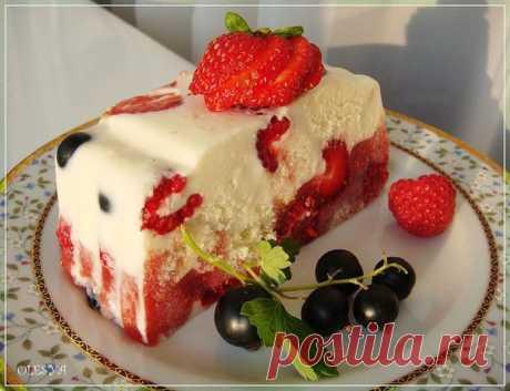 Летний торт с клубникой и йогуртом.