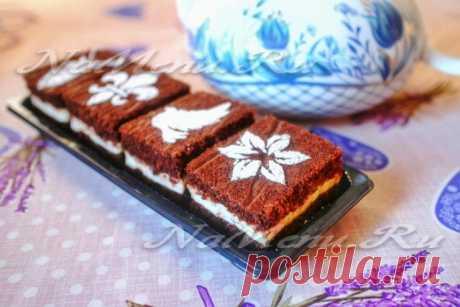Los pasteles de chocolate con las naranjas y con las slivochno-natillas, la receta sin leche y los huevos