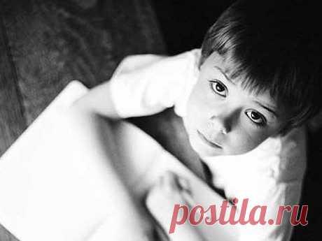 «Я счастлив, мой ангелочек!» Дневник семилетнего Георгия Константин Церцвадзе Умирающий от рака семилетний мальчик до последних дней жизни писал письма своему ангелу.