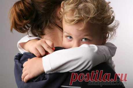 Что нужно знать любящим родителям, которые разводятся Развод – тяжелое испытание для всей семьи, особенно для детей. Линдси Холмс пережила развод родителей и знает, чем такие дети отличаются от своих ровесников из полных семей. Мир пятилетнего ребенка пр...