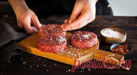 Как правильно посолить мясной фарш, чтобы получились идеальные котлеты