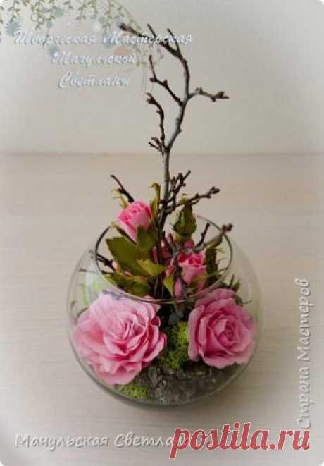 Интерьерные композиции. Интерьерные композиции из роз. Розы изготовлены из фоамирана. Внутри моховое полотно и натуральные материалы.