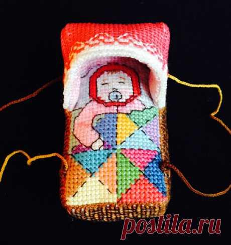 """La habitación silenciosa: \""""Lyalka en kolybelke\"""" - el juguete-suspensión bordado. La versión primero - \""""la Muchacha en la cestita\""""."""