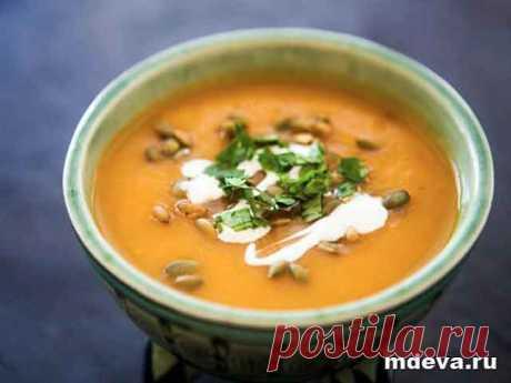 Тыквенный суп-пюре Вегетарианский тыквенный суп: приготовление Картофель, морковь и тыкву вымыть, очистить, порезать кусочками и отварить на пару или в кастрюле до готовности.