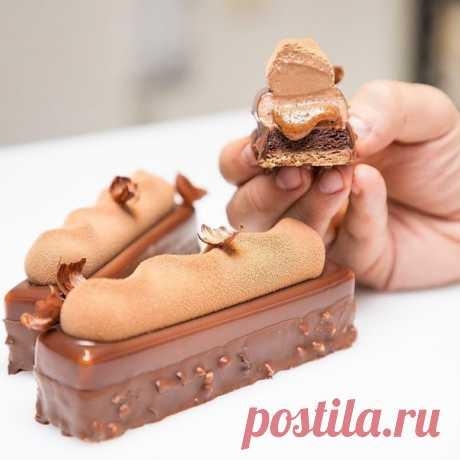 Пирожное Шоколад – Фундук с жидким центром  Потрясающий рецепт от Карима Буржи  Состав: Мягкий шоколадный бисквит, шоколадный крем из молочного шоколада, фундучный кранч, мягкое пралине, мусс из молочного шоколада, глазурь из молочного шоколада, покрытие из молочного шоколада (глазурь Gourmand)