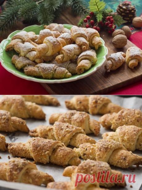 Рогалики с творогом и орехами.  Замечательные рогалики из вкуснейшего творожного теста в сахарно-ореховой смеси.