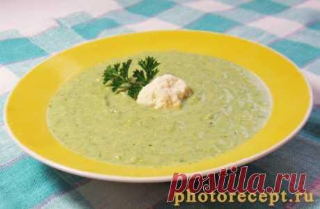 Суп-пюре с брокколи, цветной капустой и шпинатом.