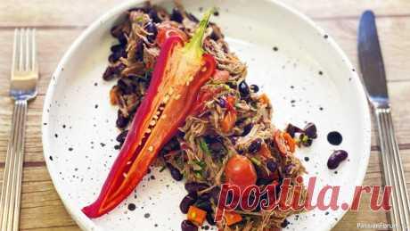 Чили кон карне - мясо с фасолью   Мексиканская кухня Очень известное, популярное блюдо во всем мире - Чили кон карне. Готовится из продуктов, которые есть у каждого из нас, никакой экзотики. Мясо с фасолью, помидорами, свежей зеленью - очень вкусно, а готовится просто. Мексиканская кухняСМОТРИТЕ ТАКЖЕ: ▶ Тортилья - быстрые лепешки на...