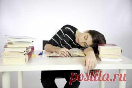 Сидишь на учебе и думаешь: сейчас прийду домой, покушаю, сделаю уроки и пойду спать. АХАХАХАХ, ВООБРАЖЕНИЕЕ