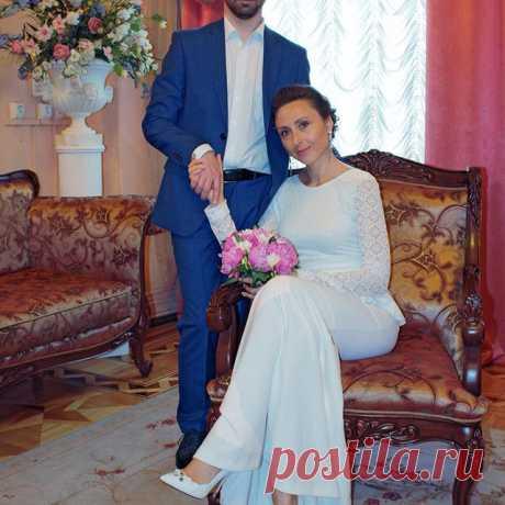 Photo by Светлана Торуля on May 21, 2020. На изображении может находиться: 2 человека, свадьба и в помещении