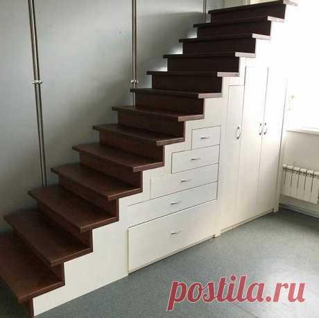 Идея как использовать место под лестницей