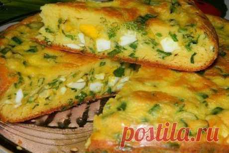 Простой пирог с зеленым луком и яйцом в мультиварке, рецепт — Вкусо.ру