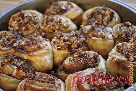 Рецепт: Булочкек с яблоками и грецкими орехами - Из слоеного теста - Выпечка и десерты - Готовить легко!
