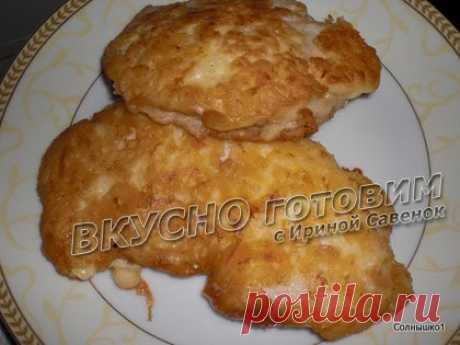 Мясо в сырно-майонезном кляре рецепт с фото. Вкусно готовим.       Мясо - 500 г.,     Сыр - 200 г.,     Яйца - 3 шт.,     Майонез - 100 г.,     Мука,     Соль,     Растительное масло для жарки.