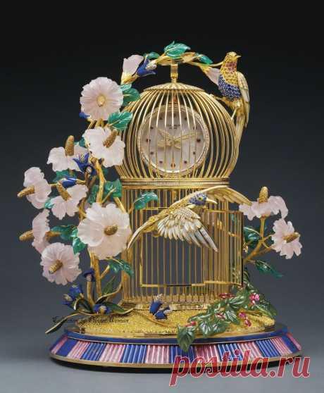 Очень красивая коллекция декоративных часов 19 века.