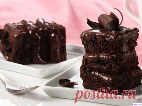 Быстрый пирог на кефире с шоколадом.