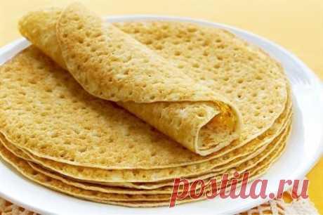 Блины «Безупречные». Получатся даже у новичков! Рецепт: Ингредиенты: кипяток — 1,5 стакана; молоко — 1,5 стакана; яйца — 2 штуки; мука — 1,5 стакана (тесто должно быть реже, чем на оладьи); сливочное масло — 1,5 столовые ложки; сахарный песок — 1,5 столовые ложки; соль — 0,5 чайной ложки; ваниль. Взбейте яйца с сахаром, добавьте соль и ваниль. Далее взбивая смесь, добавляем молоко и постепенно всыпаем муку. Не переставая взбивать, вливаем растопленное сливочное масло, а за...