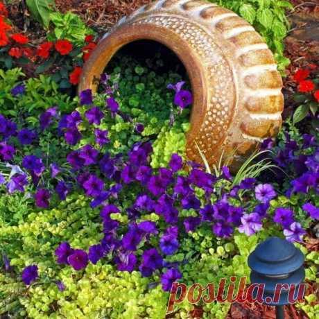 25 потрясающих идей о пролитых цветочных горшках для вашего газона и сада