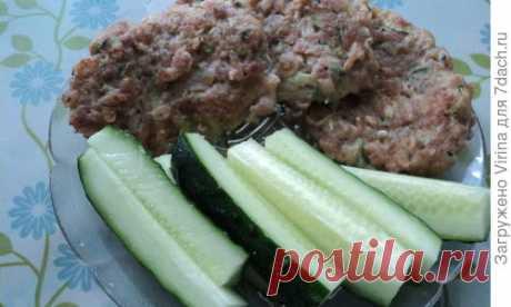 Кабачковые оладушки с куриным фаршем и овсяными хлопьями. Летнее диет-меню - пошаговый рецепт приготовления с фото