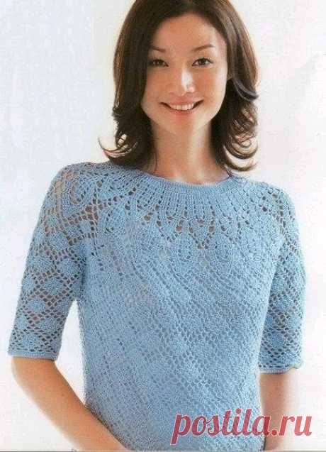 Ажурный пуловер небесного цвета, вяжем крючком