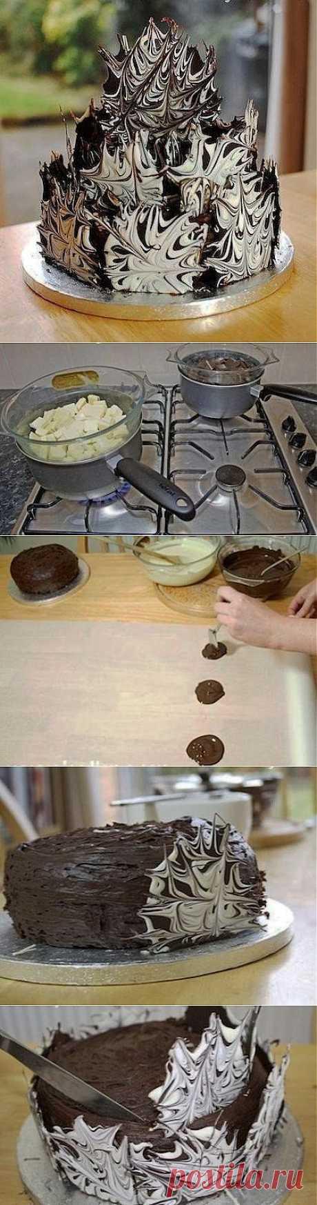 Как красиво украсить тортик шоколадными узорами.