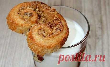 Как приготовить печенье ушки из слоеного теста - рецепт, ингредиенты и фотографии