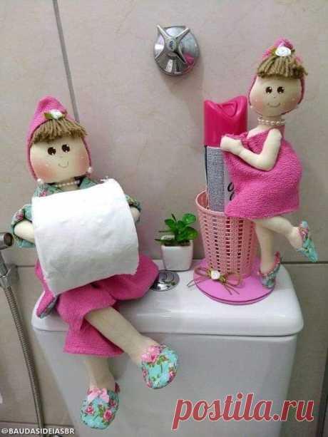 Talk7 - Boneca de pano porta papel higiênico.