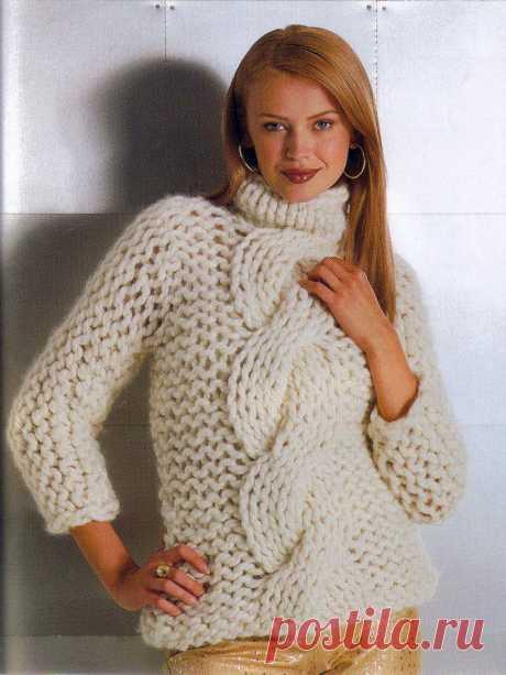 МК по вязанию спицами белого женского свитера с объемной косой крупной вязки с подробным описанием и схемой