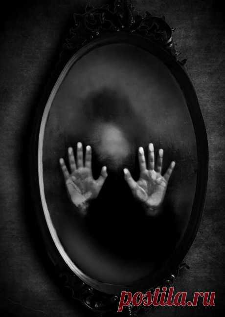 Зачем завешивают зеркала в доме умершего? И как соблюдать этот ритуал?