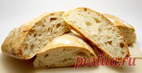 """Рецепт выпечки: итальянская чиабатта В переводе с итальянского название этого сорта хлеба звучит как """"тапок"""", потому что его форма действительно напоминает домашний тапочек. Стандартную чиабатту делают шириной с ладонь и длиной 20-25 см, а весит буханка около 350 грамм. Хлеб такого размера очень удобно разрезать надвое для приготовления сэндвичей – получается как раз две хорошие порции.Читать далее по ссылке... https://okl.lt/6MEkQ"""