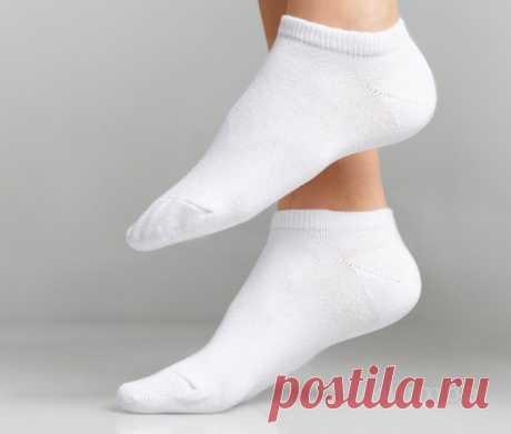 Как легко превратить грязные белые носочки в идеально белые — Полезные советы