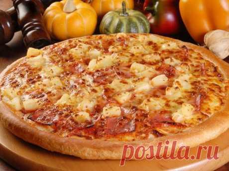 ПИЦЦА С ВЕТЧИНОЙ И ЯБЛОКОМ Необходимые ингредиенты: тесто дрожжевое для пиццы — 500 г ветчина — 300 г яблоки — 4 шт оливковое масло — 1 ст.л томатный соус — 1 ст.л яйцо — 1 шт помидоры — 2 шт лук репчатый — 2 шт сыр твердый — 100 г чеснок — 1 зуб специи и соль по вкусу Приготовление: Подготавливаем тесто:...