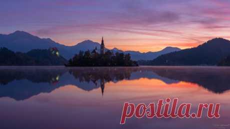 Пробуждение нового дня над озером Блед, Словения. Снимал Николай Сапронов. Доброе утро!