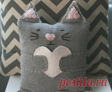 Как сшить подушку-кота?