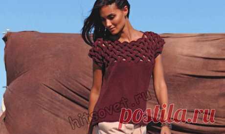 Топ с плетеным узором - Хитсовет Модная модель на лето женского топа связанного единым полотном с плетеным узором и бесплатным описанием вязания.
