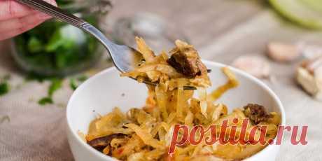 Как потушить капусту с мясом - Лайфхакер