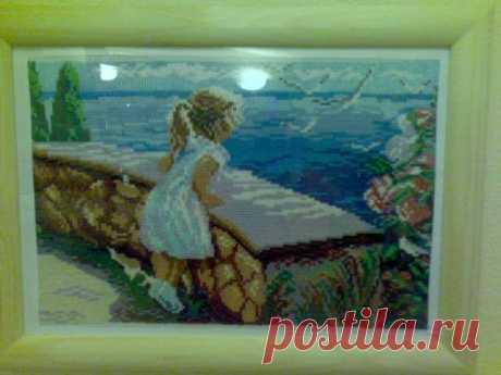 Девочка и море. Картина вышитая крестиком.размер по рамке 30*40 см.