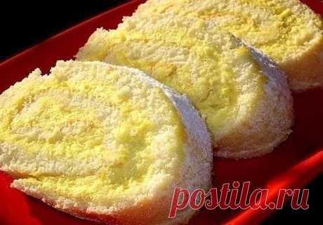 Цвет рулета получается волшебный! Цвет рулета получается волшебный! А вкус вообще умопомрачительный! Попробуйте!😉 РУЛЕТ С ЛИМОНОМ Ингредиенты: -яйца - три штуки -сахар - 1,5 стакана -мука - 1 стакан -лимон - одна штука Приготовление: 1. Яичные белки отделите от желтков и взбейте с 1 стаканом сахара. После этого добавьте яичные желтки, просеянную муку и взбейте до однородной массы. После этого тесто вылейте на противень, предварительно застеленной пергаментной бумагой, раз...