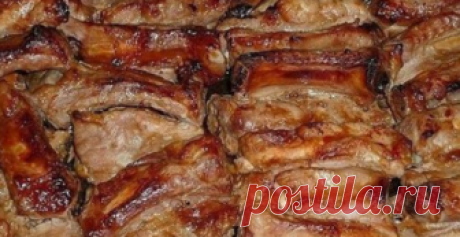 Румяные запеченные свиные ребрышки, маринованные в соусе Мужчинам очень нравится. Приготовьте для своих любимых!