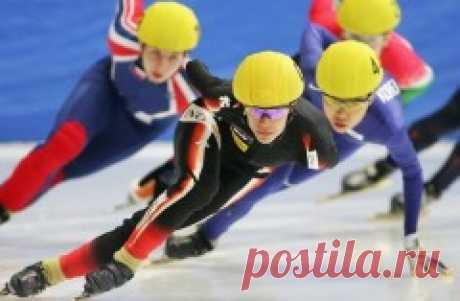 13 февраля 1988 - Шорт-трек — состоялся дебют показательных выступлений шорт-трека на Олимпийских играх Шорт-трек (Short track speed skating) относится к конькобежным видам спорта. Это скоростной бег на коньках на короткой дистанции. Впервые этот вид спорта