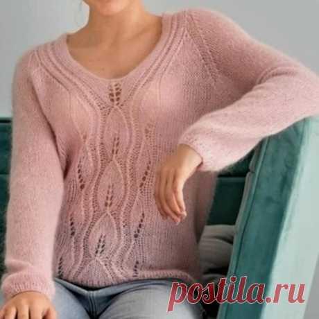 """Пуловер спицами с центральным узором """"Листья"""" из тонкого мохера"""