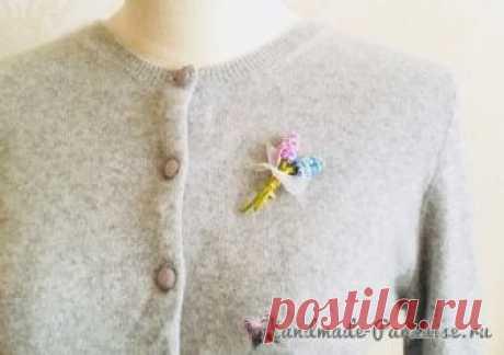 Букетик гиацинтов — цветочная брошь крючком. Для работы вам понадобятся тонкие шелковые нитки «ирис» нежных цветов и пастельных оттенков. Схемы вязания цветка и стебелька гиацинта. Вязание цветка начинается с центра, со скользящей петли амигуруми.